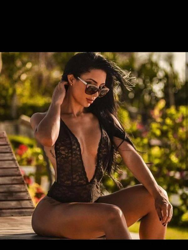 Photo 2 / 5 of Sexy latina