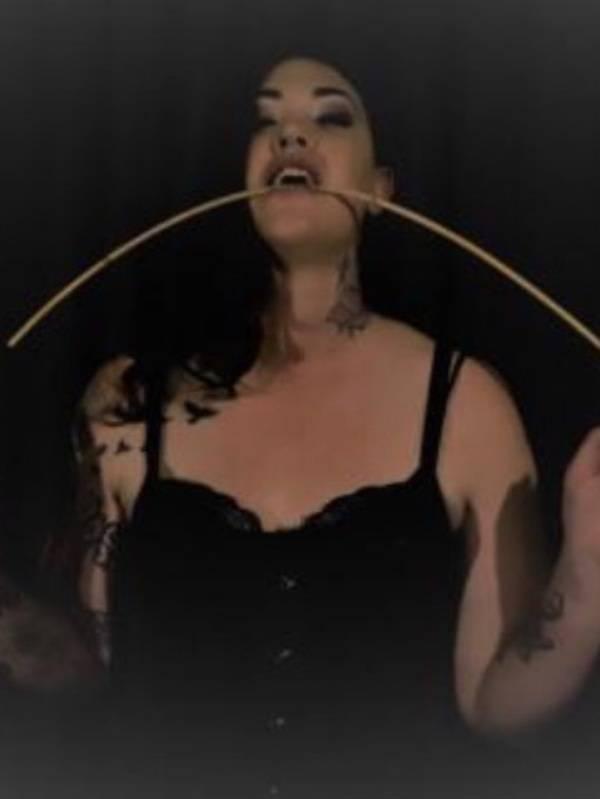 Photo 4 / 5 of Amazonian Mistress Tori