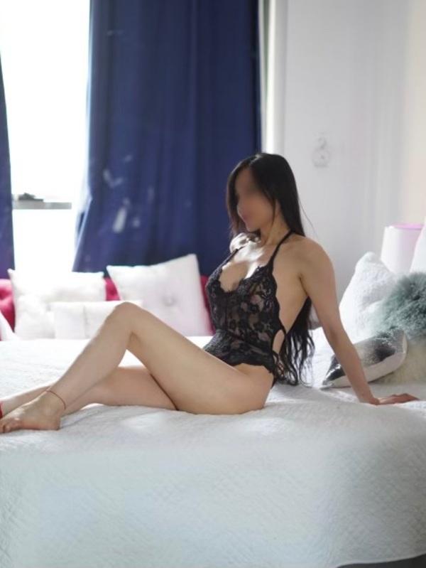 Photo 4 / 5 of Kinky Slut