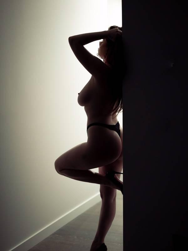 Photo 2 / 6 of Miss Amber Adams
