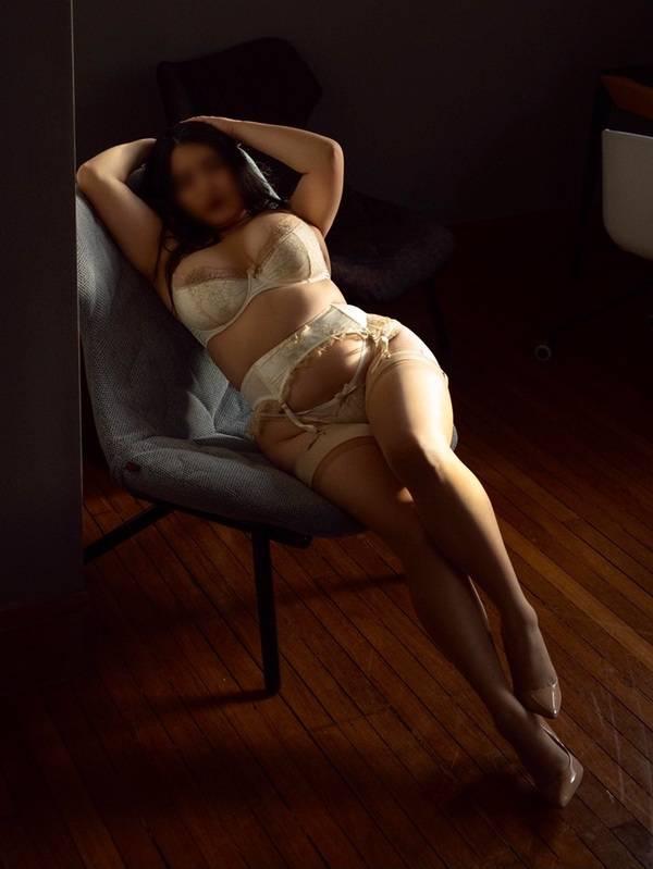 Photo 4 / 17 of Phoebe Seraphina