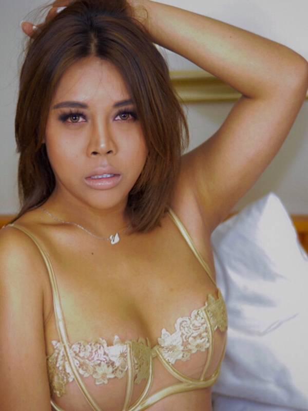 Photo 2 of Transexual Hot Star Arianna