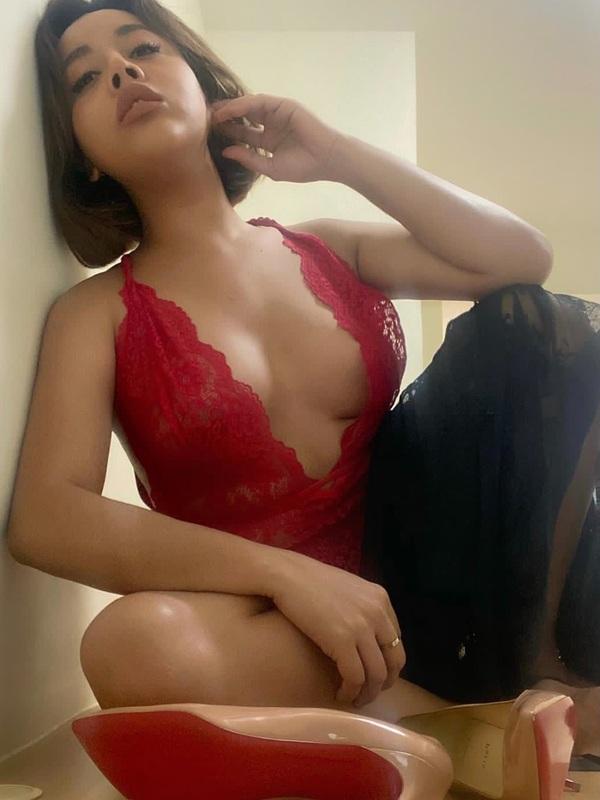 Photo 13 / 16 of Transexual Hot Star Arianna