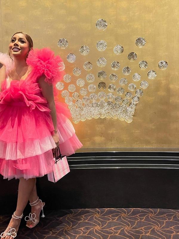 Photo 15 / 16 of Transexual Hot Star Arianna