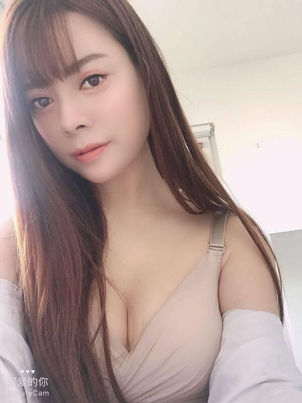 Photo 3 / 5 of Lena 21yr New Sexy Girl