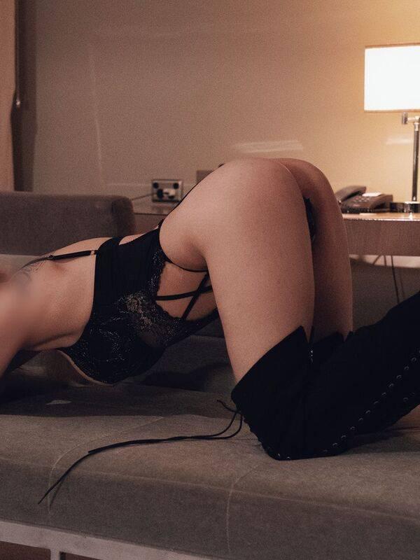 Photo 17 / 18 of Megan Fox