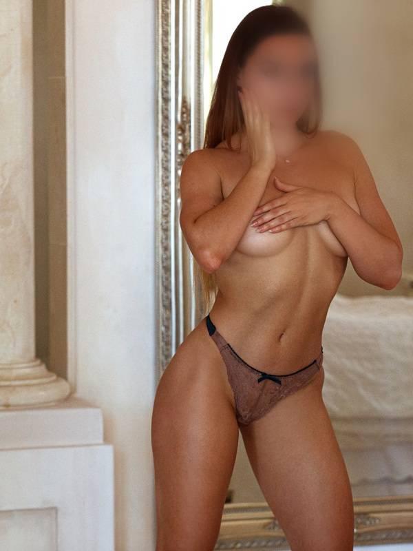 Photo 2 / 14 of Camilla Vargass