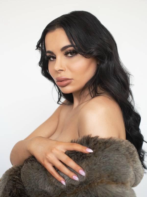 Photo 7 / 17 of Miss Layla Azar
