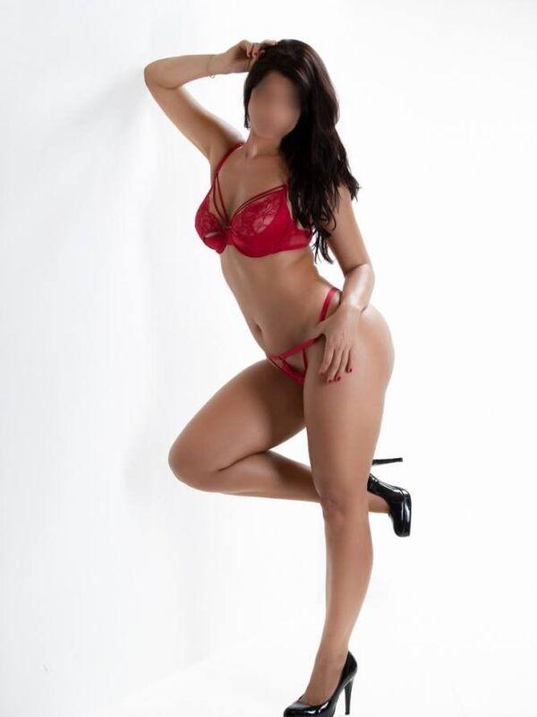 Photo 3 / 12 of Sexy Sienna