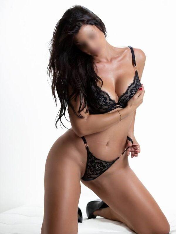 Photo 7 / 12 of Sexy Sienna