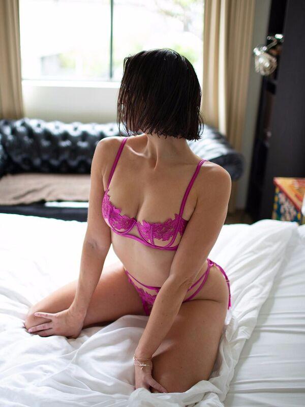 Photo 2 of Lara Rose