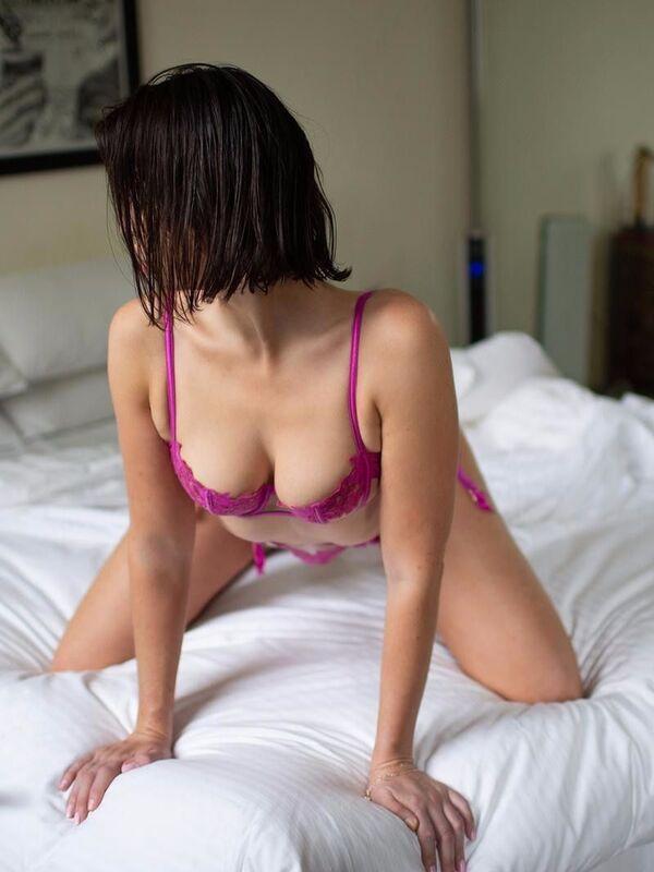 Photo 2 / 10 of Lara Rose