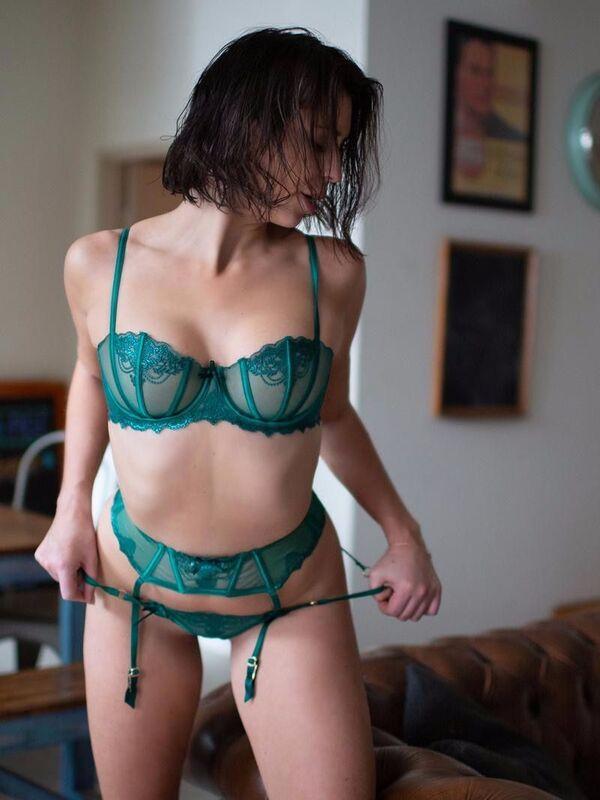 Photo 4 / 10 of Lara Rose