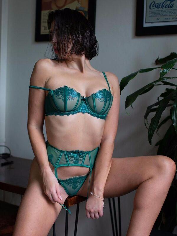 Photo 7 / 10 of Lara Rose