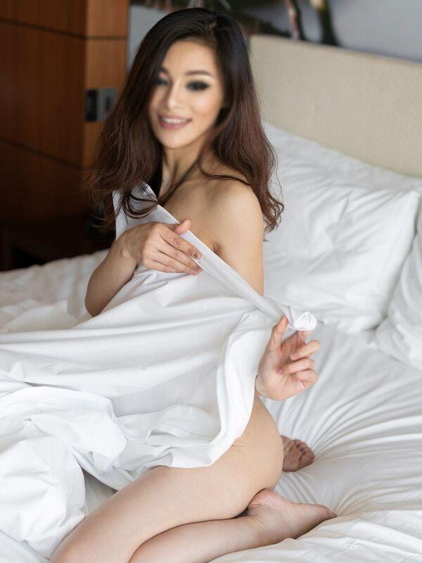 Photo 3 / 6 of Anna Mu