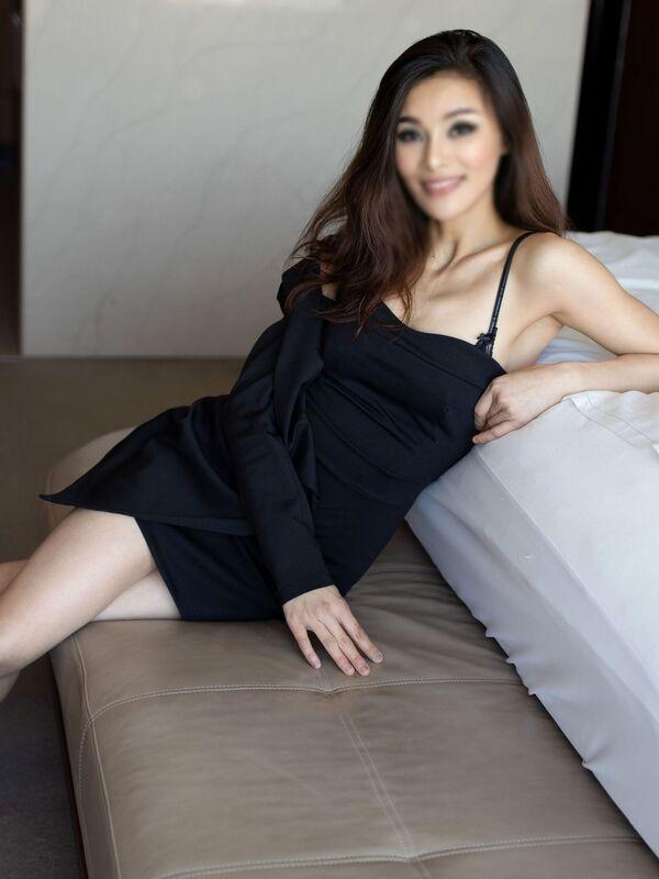 Photo 4 / 6 of Anna Mu