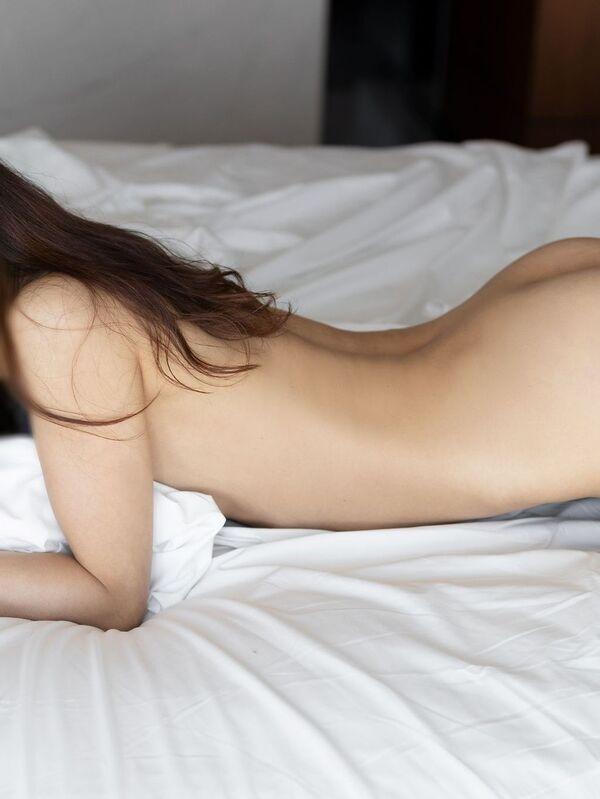 Photo 5 / 6 of Anna Mu