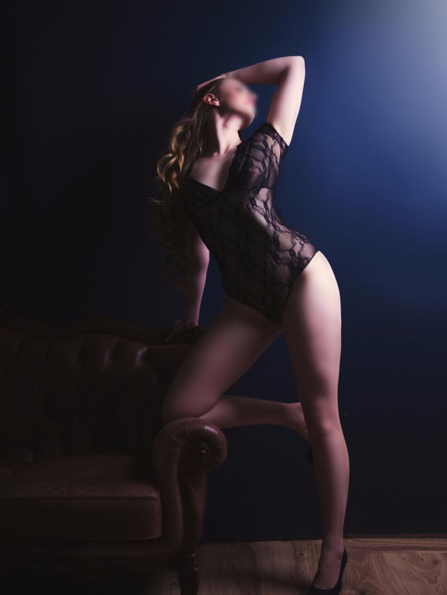 Photo 4 / 7 of Sienna Charles