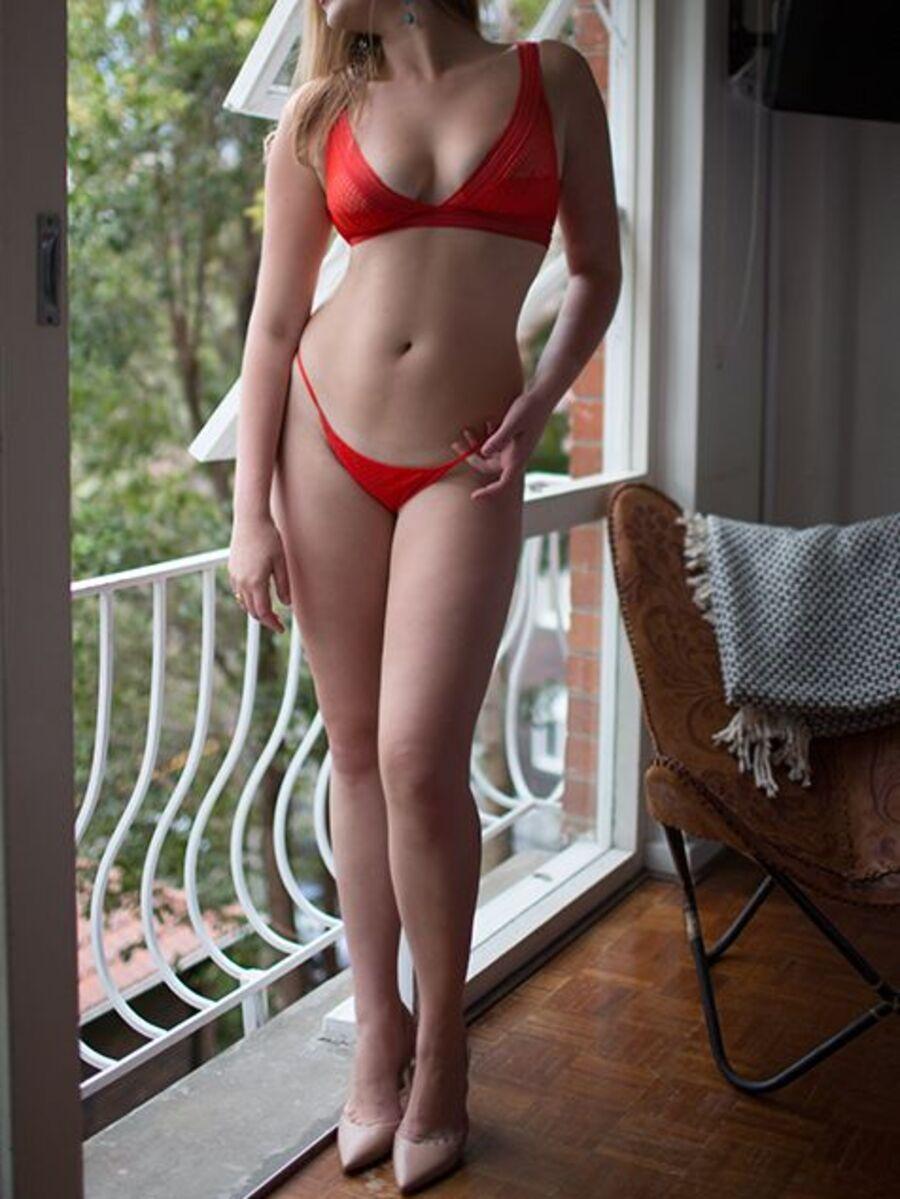 Photo 2 / 9 of Victoria
