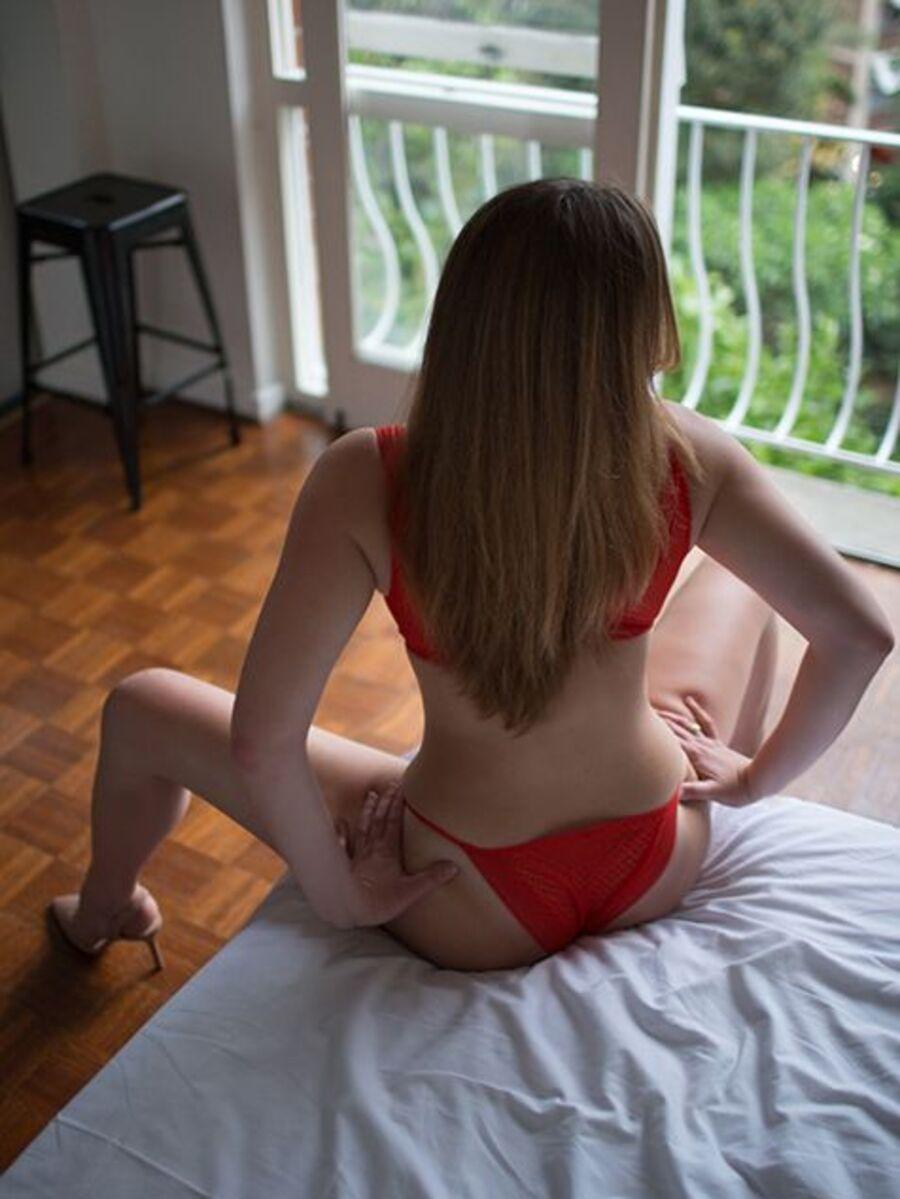 Photo 4 / 9 of Victoria