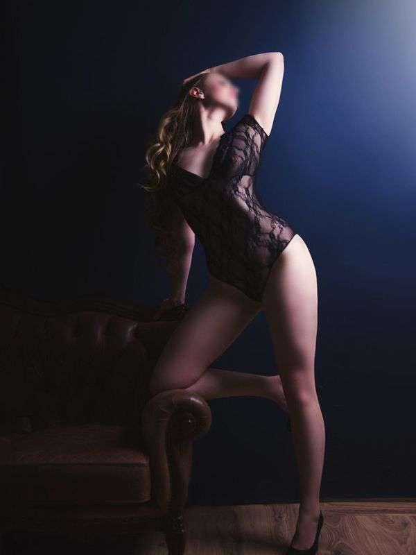 Photo 3 / 9 of Sienna Charles