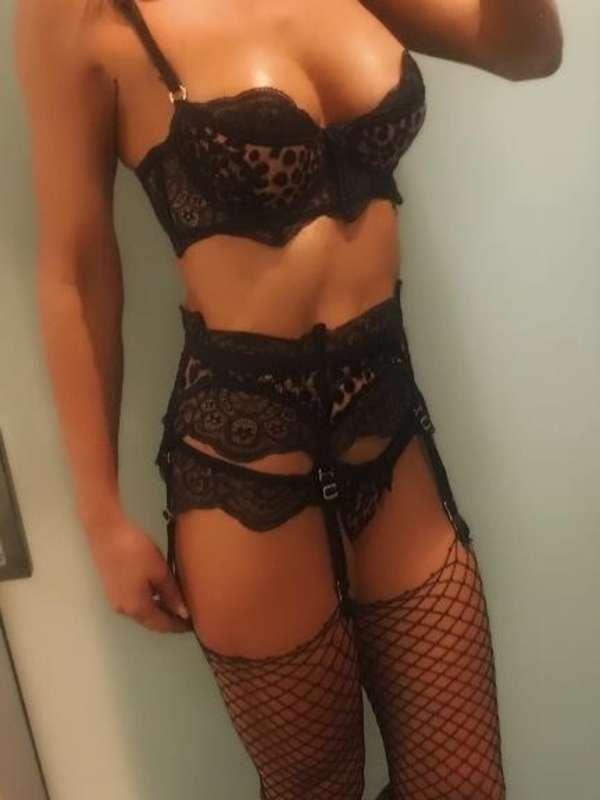 Photo 8 / 9 of Scarlett, 38, DD, Fuck Me.