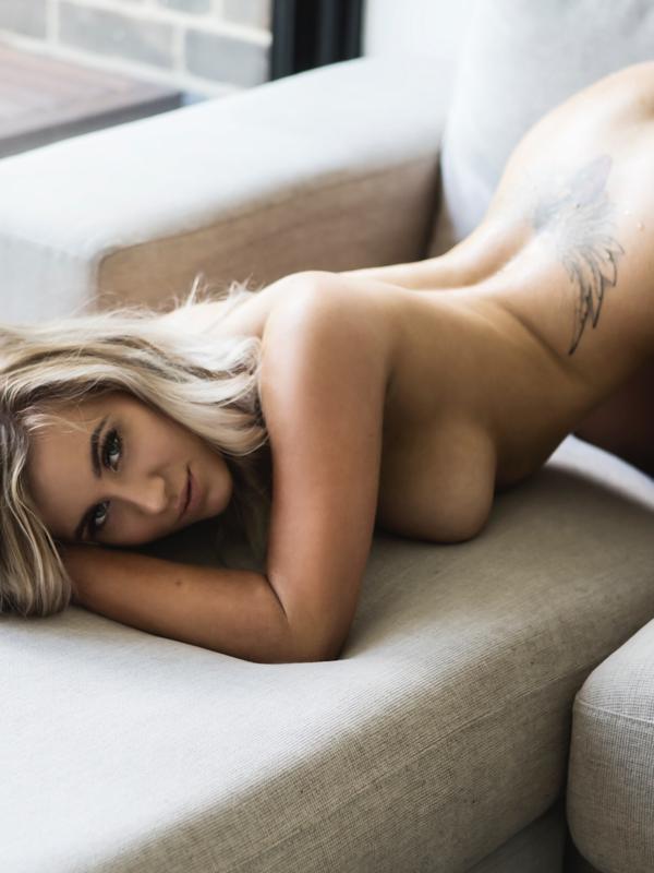 Photo 5 / 8 of Zoey Diamond
