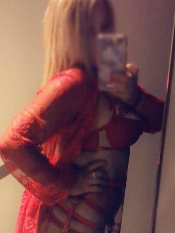 Photo 2 of Curvy Blonde Bombshell