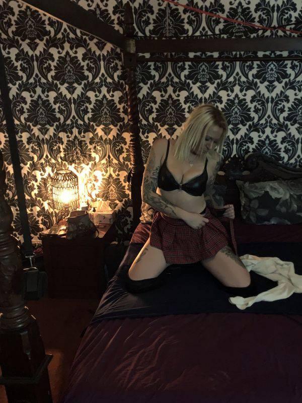 Photo 11 / 12 of Addictive sexy blonde kiwi