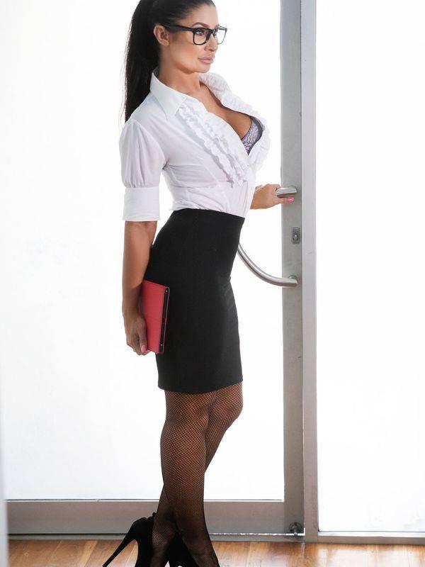 Photo 2 / 4 of Natalia D'Curve