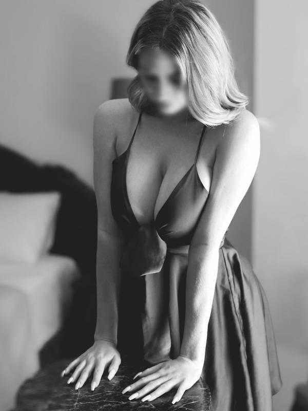 Photo 5 / 8 of Eva Loren