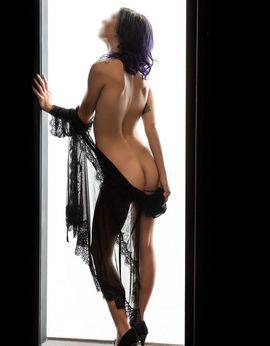 View Emily Burton, Gold Coast Escort | Tel: 0412909892