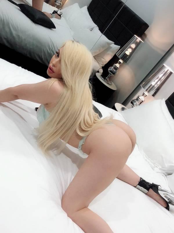 Photo 2 / 6 of Sexy latina