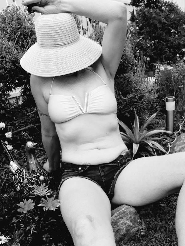 Photo 4 / 8 of Sexy Steffi Ash