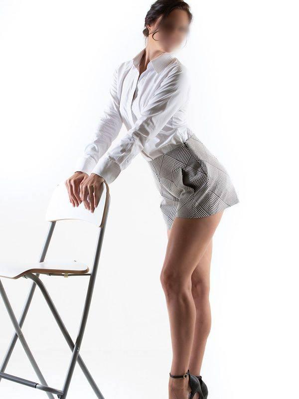 Photo 2 of Danielle D'Curve