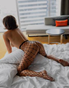 View British Milf Demi More, Melbourne Escort | Tel: 0413937910