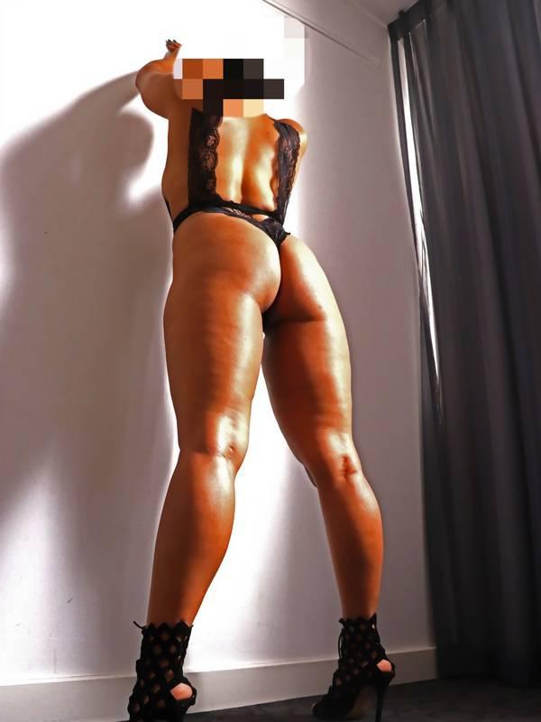 Photo 3 / 6 of Mila Diamond