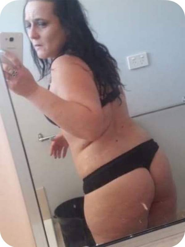 Photo 2 / 4 of MILF 42 AUSSIE