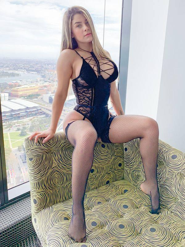 Photo 6 / 7 of Deliciously Pleasing Latina