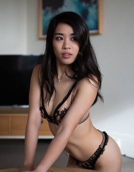 View Vivienne Law, Sydney Escort | Tel: +61468942124