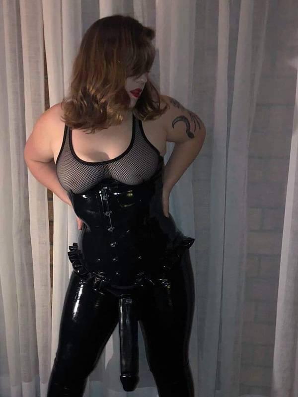 Photo 2 / 4 of Mistress Phoebe